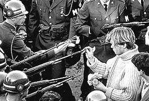 Amerikalı foto muhabir Bernie Boston öldü.26513