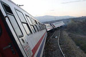 Mardin'de yük treni raydan çıktı.11503