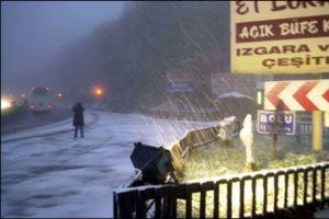 Bolu Dağı'nda kar ve sis ulaşımı etkiliyor.13104