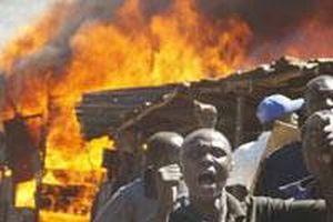 Kenya'da silahlar törenle yakılıyor!.12342