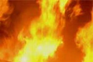 Alkollü koca eşine kızıp evi ateşe verdi.7203