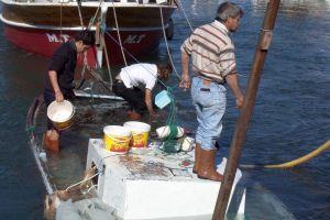 Kaçak avlanan balıkçılar yakalandı.32210
