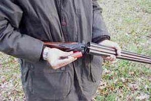 Çiftçiler ürünlerini silahlarla koruyor.16518