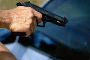 Kız arabasına binmediği için vurdu!.8208