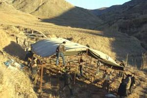 DTP'li bir grup Cudi Dağı eteklerine çadırlarını kurdu!.16416