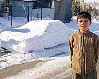 13 yaşındaki Serhat kardan otomobil yaptı.14850