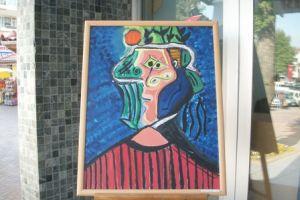 Picasso sergisinden 2 resim çalındı.28779