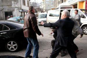 AKP'li yerel meclis üyesi, AKP'li başkan vekilini dövdü.15168