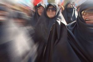 İran'da kadın hakları savunucusu iki kişi tutuklandı.9182