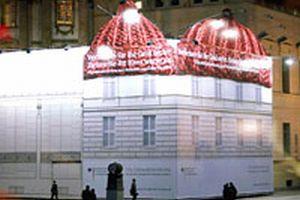 Reklam s�tunlar�na bere giydirildi.13677