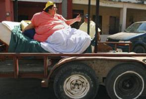 Dünyanın en şişman adamı azmetti, 230 kilo verdi.12357