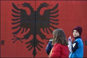 Kosova, 'siyah-kırmızı' renklere büründü.10304