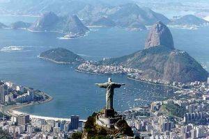 Dünya'nın en büyük İsa heykeline yıldırım düştü.16401