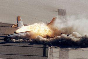 Yolcu uçağı havalanırken alev aldı.10572