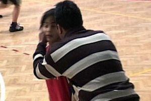 Kız öğrencilere hakaret edip kulaklarını çeken antrenör.12073