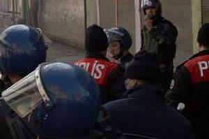 2 polis kavgada yaralandı.9674