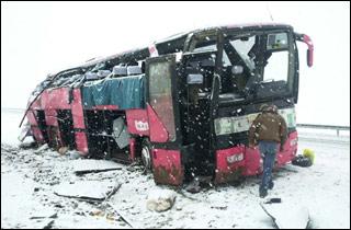 Balıkesir'de yolcu otobüsü devrildi.25649