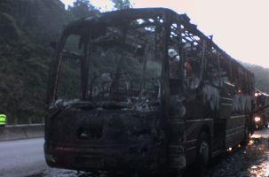 Pakistan'da köprüden uçan otobüsün 40 yolcusu öldü.9926