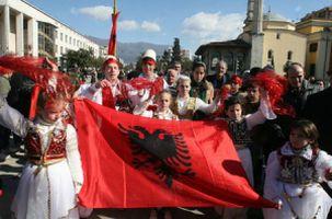 Kosova Parlamentosu ülkenin bağımsızlığını ilan etti.17958