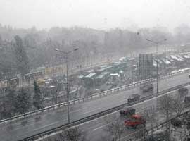 İstanbullu araçlarıyla trafiğe çıkmadı Trafik rahatladı.6893