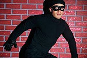 'Komşunu Kolla' projesi hırsızı yakalattı.13643