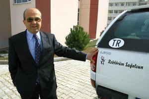 Rektöre açtığı davadan kazandığı parayla araba aldı.13170