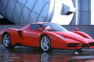 29 Türk, Ferrari aldı.12983