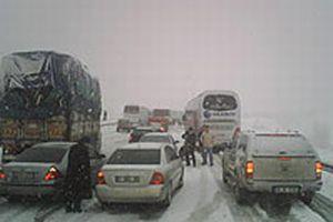 Bolu Dağı'nda ulaşıma kar engeli.9477