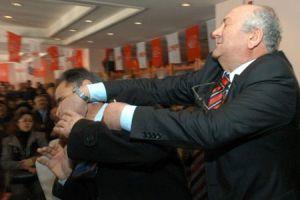 CHP Erzurum İl Kongresi'nde partililer birbirine girdi.11056