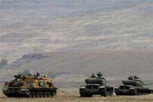 Tank taburu atış taliminde.9446