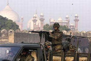 Pakistan'da f�ze sald�r�s�: 5 �l�.12519