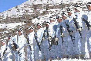 Mehmetçik tipiye rağmen PKK'ya ait iki kampı imha etti.20915