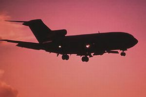 Küçük uçak arabaya çarptı: 1 ölü.6071