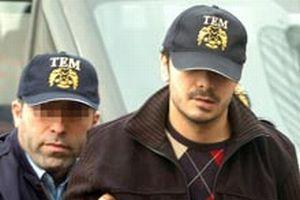 Tutuklu Erhan Tuncel salondan çıkartıldı.11757