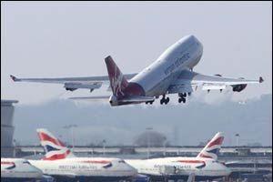 Endonezya'da yolcu uçağı pistten çıktı.9373