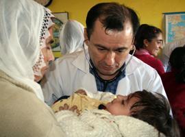 Gönüllü doktorlar Savur'da şifa dağıtıyor.55217