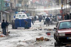 DTP eyleminde PKK sempatizanları polisle çatıştı.16037