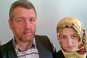 OMÜ'de başörtülü kızını okula götüren babaya dayak.12151