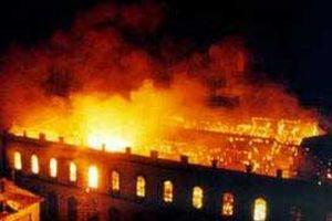 Tüzüğe aykırı gelen keresteyi yaktılar.10872