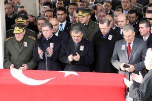 Devletin zirvesi şehit cenazesinde.16128