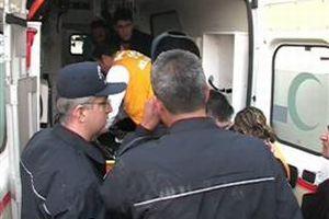 Balkondan düşen genç ağır yaralandı.13163