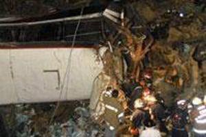 Otobüs vadiye düştü: 45 ölü.13226
