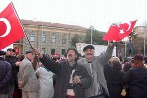 ADD'nin başörtüsü karşıtı eylemine sarhoşlar da katıldı.12750