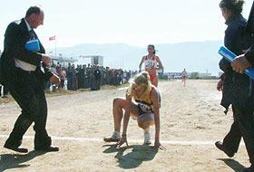 Romen atlet Elena koşuyu emekleyerek bitirdi.17071