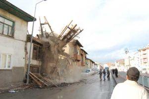 Halatla ev yıktılar.11198
