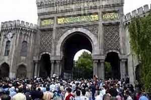 İÜ'de 24 öğrenci gözaltına alındı.18540
