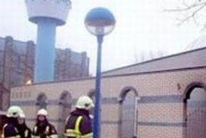 Cami kapatılınca Türkler sokakta namaz kıldı.10209