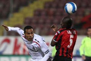 Beşiktaş Gençlerbirliği'ni 2-1'lik skorla mağlup etti.11166