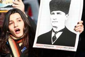 Atatürk'ü överken Ortaçağ zihniyetine büründüler.13082