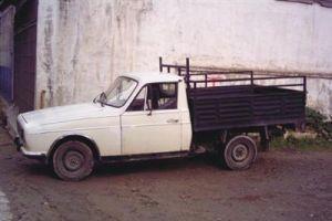 Müşteriyi kovalarken kamyonetin altında kaldı.11158